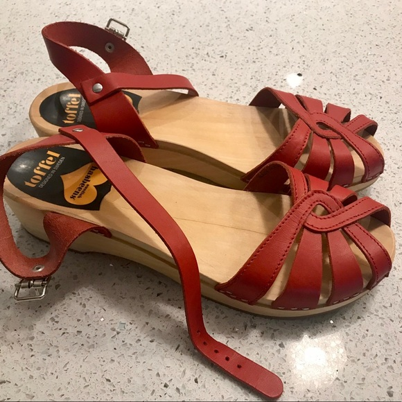 28d5f0f387105 SWEDISH HASBEENS Red cross strap heel size 10. M 5b53efe1dcfb5aba0d09f74d